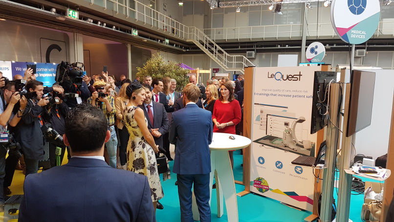 Queen Máxima compliments LeQuest during the World of Health Care congress 2017